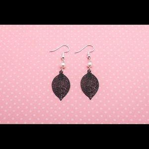 Jewelry - Black Leaf Filligree Teardrop Earrings